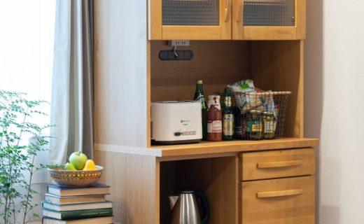 アルダー材の風合いが魅力的な食器棚!